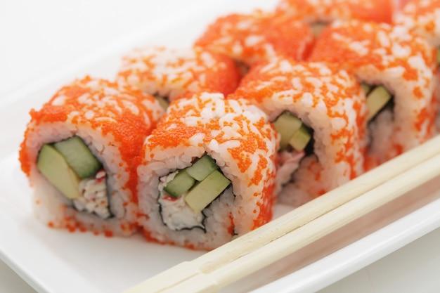 Rouleaux de sushi frais et savoureux