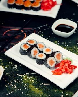 Rouleaux de sushi à la sauce de soja
