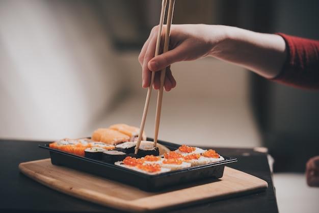 Rouleaux de sushis faits maison