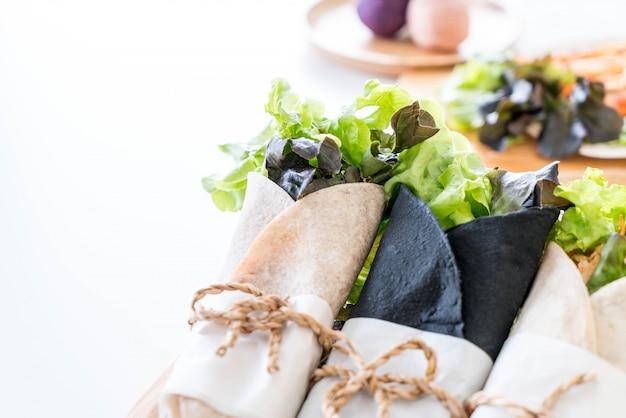 Rouler le rouleau de salade