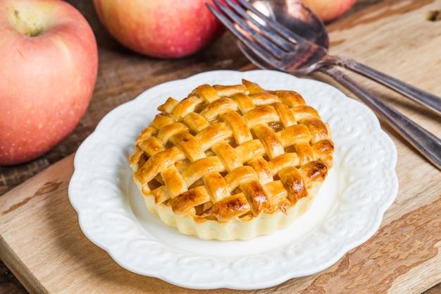 Round tarte aux pommes