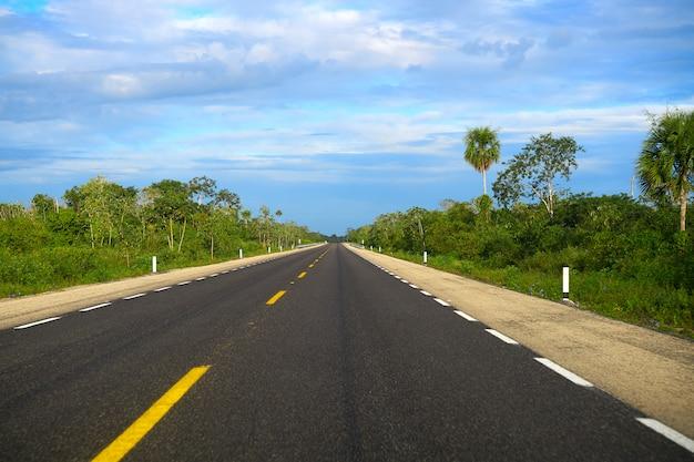 Route 305d près de playa del carmen au mexique