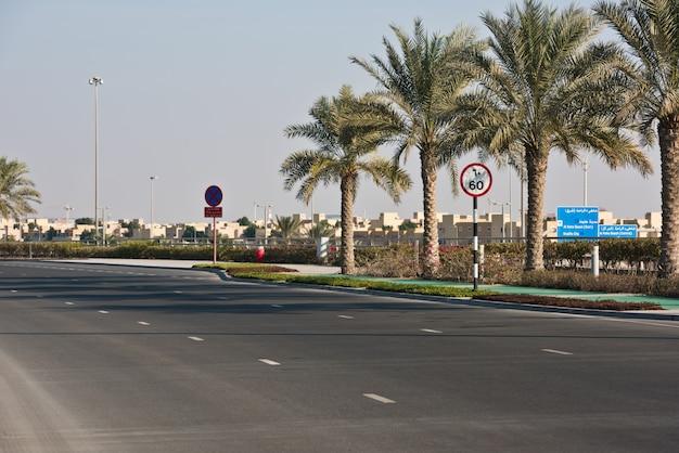 Route à abu dhabi, emirats arabes unis