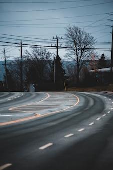 Route asphaltée gros plan de courbe