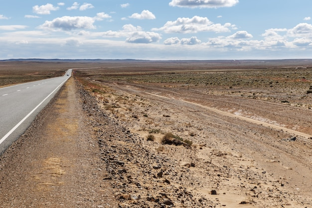Route asphaltée sainshand zamiin-uud en mongolie