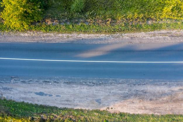 Route asphaltée texture transparente vue d'en haut tir de drone
