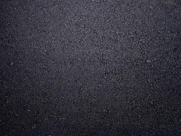 Route asphaltée texturée.