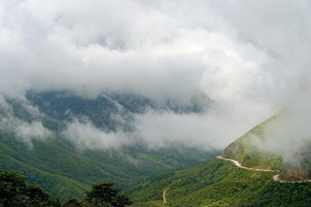Route de campagne à sapa au vietnam