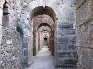 Route dans les bases du temple de traja