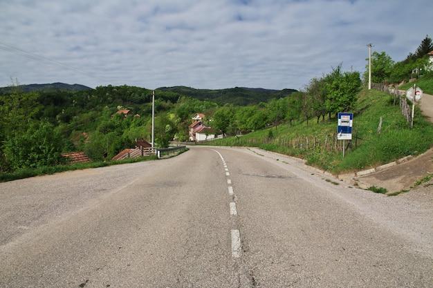 Route dans les montagnes des balkans, serbie