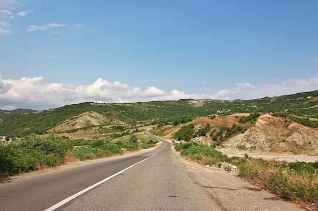 La route dans les montagnes du caucase, azerbaïdjan