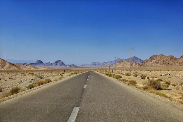 Route sur le désert d'iran