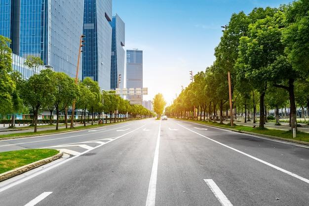 Route du centre financier et immeuble de bureaux
