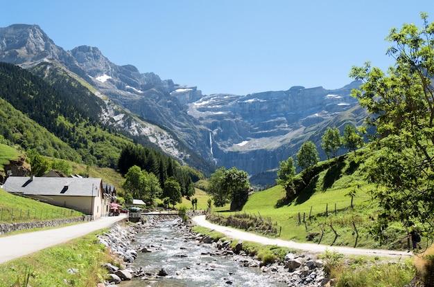 Route du cirque de gavarnie, hautes-pyrénées, france
