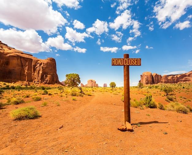 Route fermée signe dans la vallée des monuments.