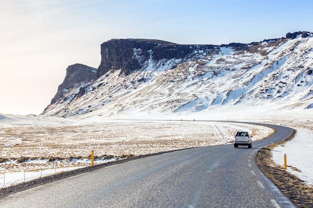 Route hiver montagne islande