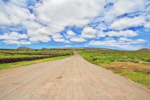 La route sur l'île de pâques au chili