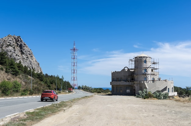 La route le long de la côte sud de la crimée