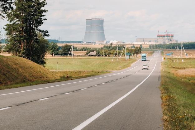 La route menant à la centrale nucléaire du quartier des ostrovets