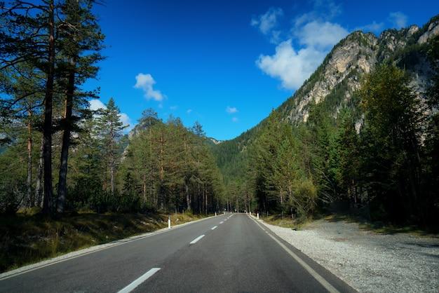 Route de montagne autoroute du mont dolomite - italie