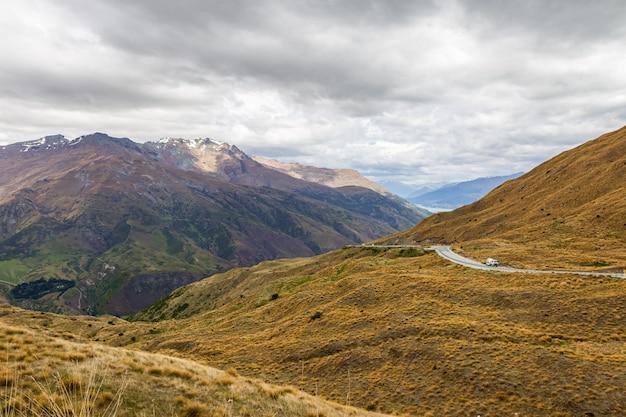 Route de montagne sur l'île du sud nouvelle-zélande