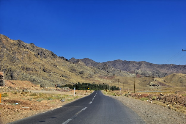 Route sur les montagnes d'iran