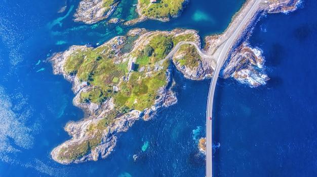 La route de l'océan atlantique ou la route de l'atlantique (atlanterhavsveien) ont reçu le titre de