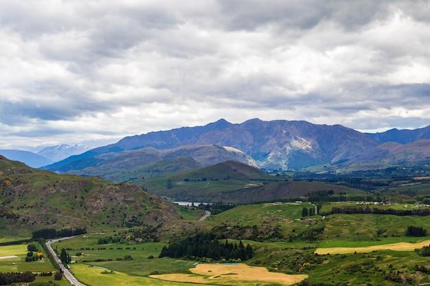 Route panoramique de wanaka à queenstown ile sud nouvelle zelande