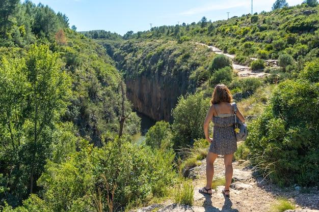 Route des pantaneros vers les ponts suspendus du barrage de loriguilla