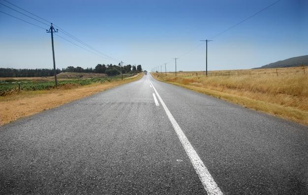 Route solitaire et le ciel