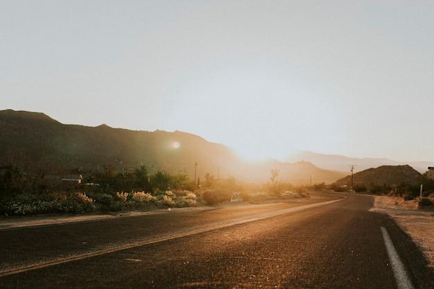 Route à travers le désert californien
