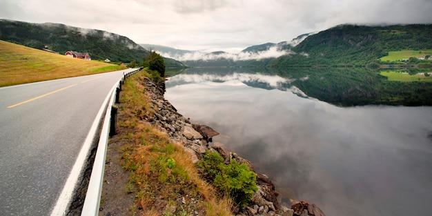 Route, traverser, montagnes, granvinsvatnet, granvin, hordaland, comté, norvège