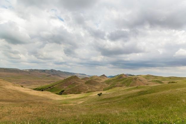 Route vers le monastère david garedji en géorgie région de kakheti
