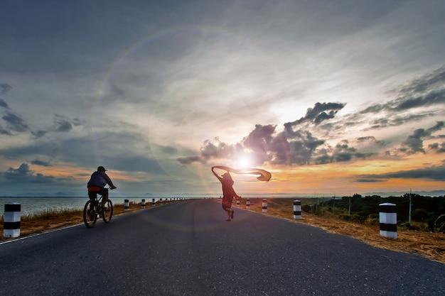 Routes autour du barrage de pasak chonlasit dans la matinée.