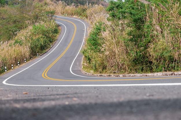 Routes en montagne, représente un voyage très difficile