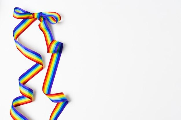 Ruban aux couleurs de l'arc-en-ciel avec espace copie