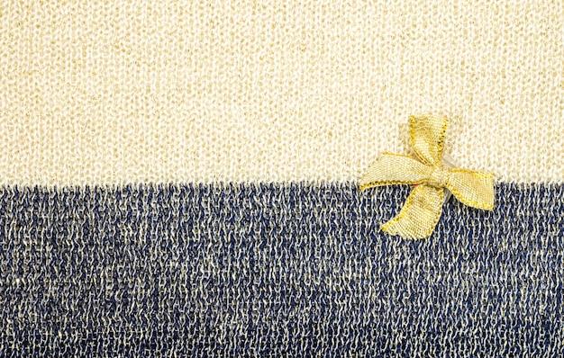 Ruban doré sur fond de texture tissu deux tons