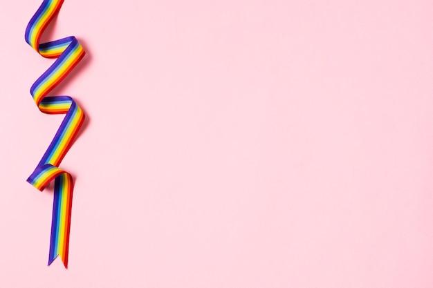 Ruban gros plan aux couleurs de l'arc-en-ciel avec espace copie