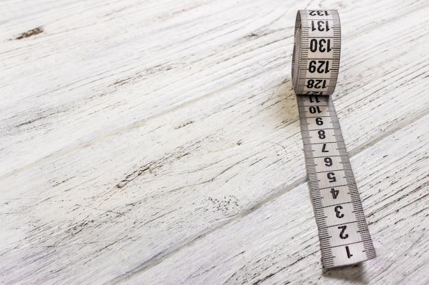 Ruban à mesurer blanc
