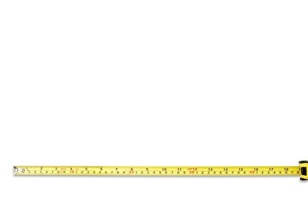 Ruban à mesurer sur fond blanc