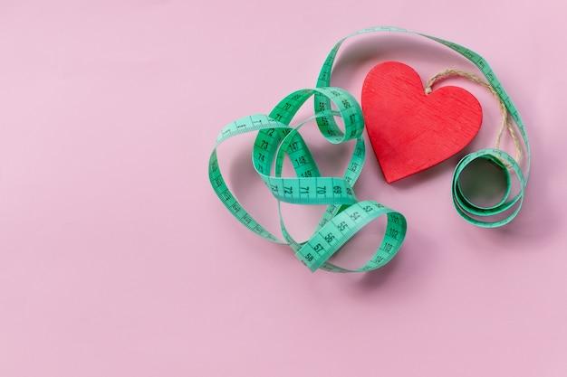 Ruban à mesurer vert pour symboliser une alimentation saine