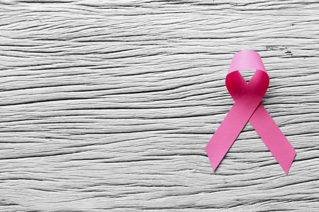 Ruban de papier rose pour la journée de la campagne anti-cancer.