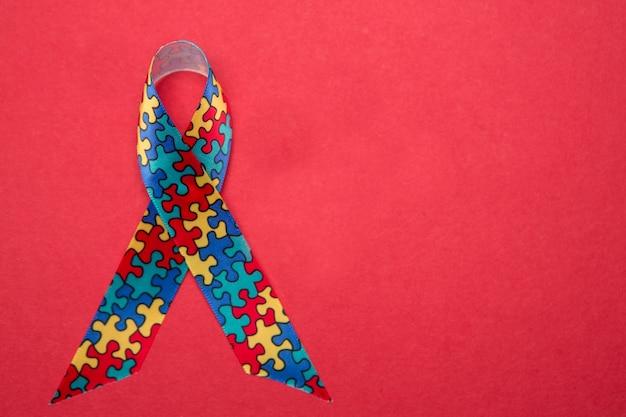 Ruban pour l'autisme et la conscience d'asperger avec l'espace de copie