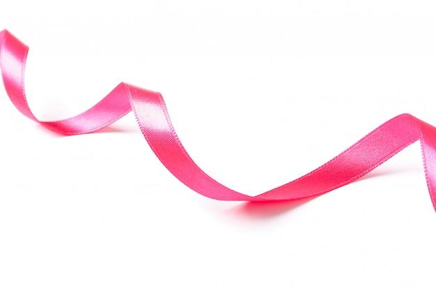 Ruban rose isolé sur blanc