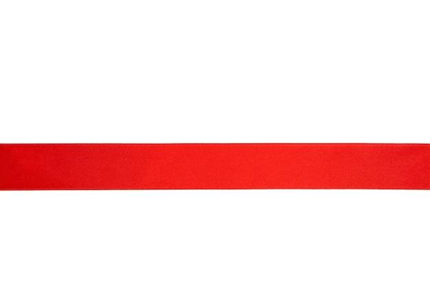 Ruban rouge brillant isolé