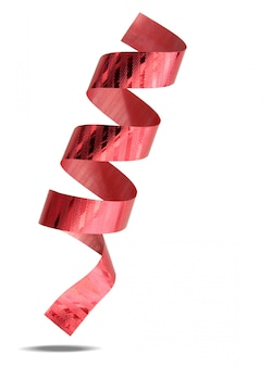 Ruban rouge isolé sur fond blanc avec un tracé de détourage