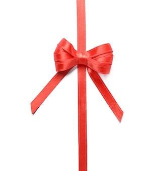Ruban rouge avec noeud sur blanc