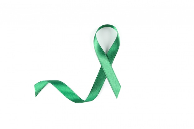 Ruban de sensibilisation vert isolé sur blanc