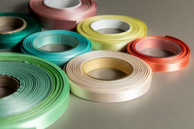 Rubans brillants colorés à angle élevé
