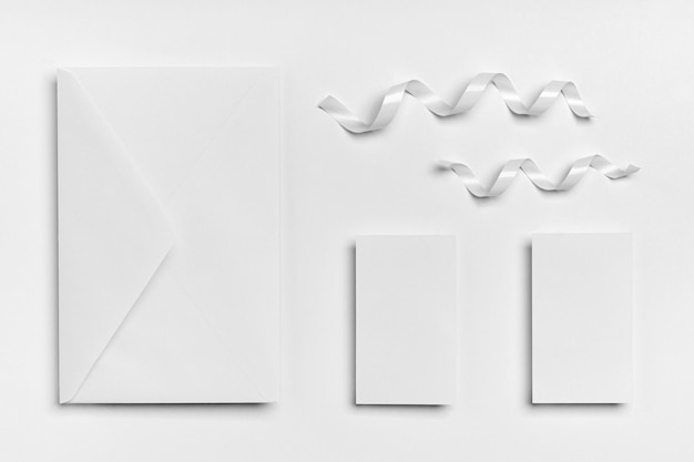 Rubans de vue de dessus et arrangement d'enveloppes